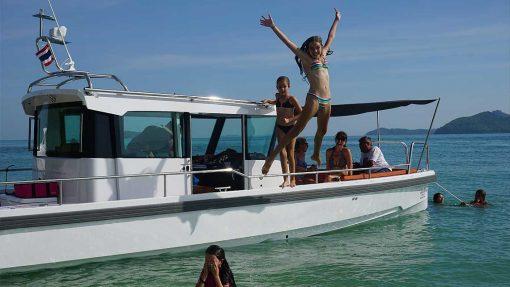 Isabella Yachts Phuket - Hire Axopar 28 pic1
